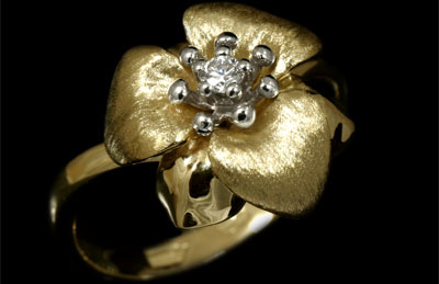 Золотое кольцо Ювелирное изделие 10980