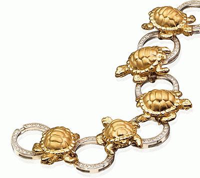 Золотой браслет Черепахи.  Вставки: 18 бриллиантов огранки КР57, примерным...