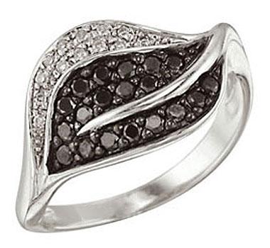 Купить Золотое кольцо 26607, Кольцо с чёрным и белым бриллиантами. Золото 585 пробы. Вставки: 13 бриллиантов, огранка круг 17 граней, вес 0.07 карат, цвет 2, чистота 3, 19 чёрный бриллиантов, огранка круг 57 граней, вес 0.29 карат., Ювелирное изделие
