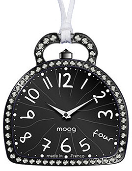 Часы, минуты, секунды.  Корпус часов украшен кристаллами Swarovski.  Размер корпуса часов 40 х 35 мм. женские.