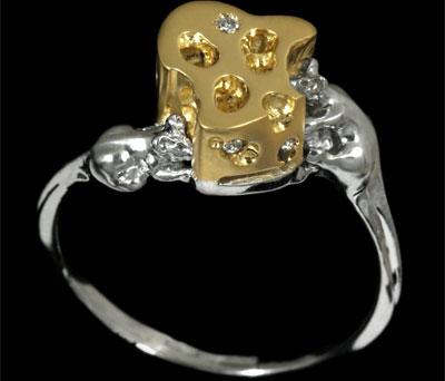 Вес изделия: 4гр., 3 Бриллианта весом в 0.045Кт огранки Кр-57 чистоты 4/5. - Золотое кольцо  10540