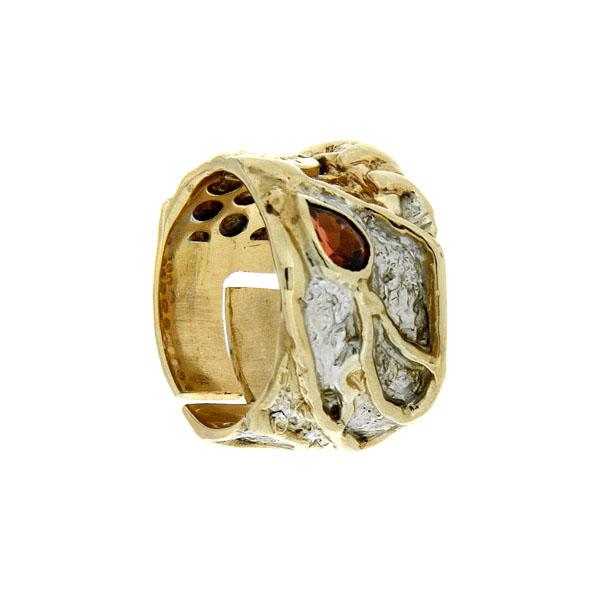 Купить Серебряное кольцо 1082g, Кольцо Beavers из серебра 925 пр. Покрытие: Родий. Вставка: Гранат. Вес: 8, 2 гр.., Ювелирное изделие