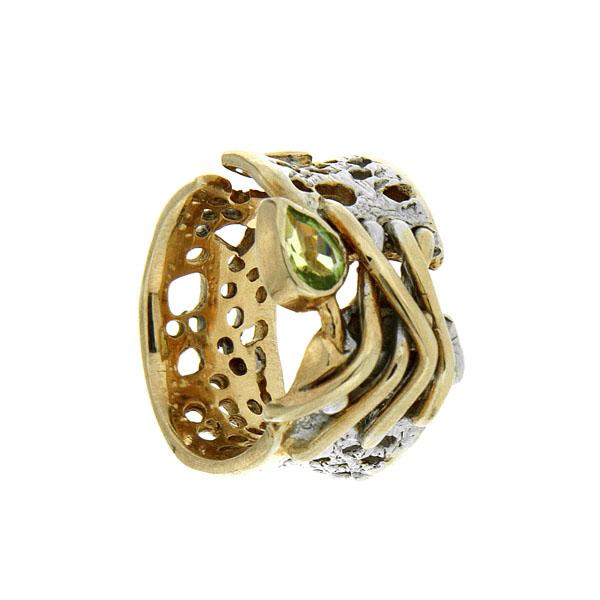 Купить Серебряное кольцо 1083h, Кольцо Beavers из серебра 925 пр. Покрытие: Родий. Вставка: Хризолит. Вес: 7, 73 гр.., Ювелирное изделие