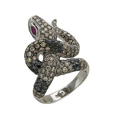 Глаза этой змеи инкрустированы рубинами.  Кольцо изготовлено из белого золота 585 пробы и украшено черными и...