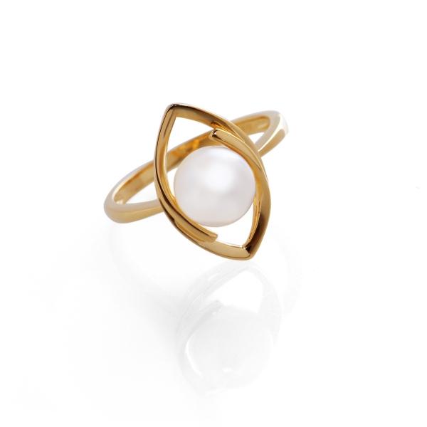 Купить Серебряное кольцо NP939, Кольцо с белой жемчужиной RB0505. Такое прелестное кольцо, радующее своим неповторимым дизайном, не купить просто невозможно!Натуральный жемчуг Категория качества: АА Диаметр жемчуга: 8 мм Металл: серебро 925 с позолотой.., Ювелирное изделие