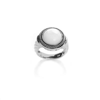 Купить Серебряное кольцо NP946, Кольцо с белым перламутром PS090332R-1. Серебряное кольцо с белым перламутром в стиле vintage будет радовать свою обладательницу редким блеском, нарядностью и игрой цветов.., Ювелирное изделие